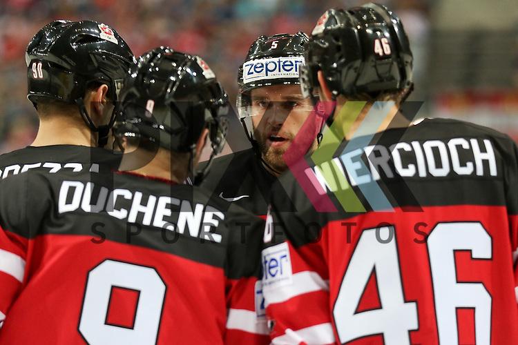 Canadas Ekblad, Aaron (Nr.5) beim Torjubel mit dem Team im Spiel IIHF WC15 Kanada vs. Oestereich.<br /> <br /> Foto &copy; P-I-X.org *** Foto ist honorarpflichtig! *** Auf Anfrage in hoeherer Qualitaet/Aufloesung. Belegexemplar erbeten. Veroeffentlichung ausschliesslich fuer journalistisch-publizistische Zwecke. For editorial use only.