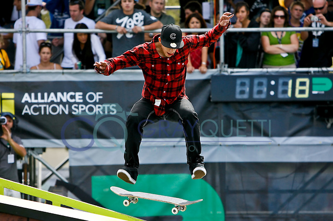 October 17, 2009:   Chris Mendes (Moreno Valley, CA)  performs during the Skateboard Park Finals on Saturday at the PlayStation Pro AST Dew Tour stop at the Amway Arena in Orlando, Florida.