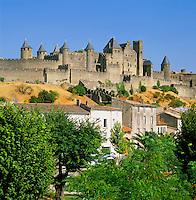 France, Languedoc-Roussillon, Département Aude, Carcassonne: View of City (la Cite) with Château Comtal, since 1997 UNESCO World Cultural Heritage   Frankreich, Languedoc-Roussillon, Département Aude, Carcassonne: Cité de Carcassonne – Château Comtal, seit 1997 Weltkulturerbe der UNESCO