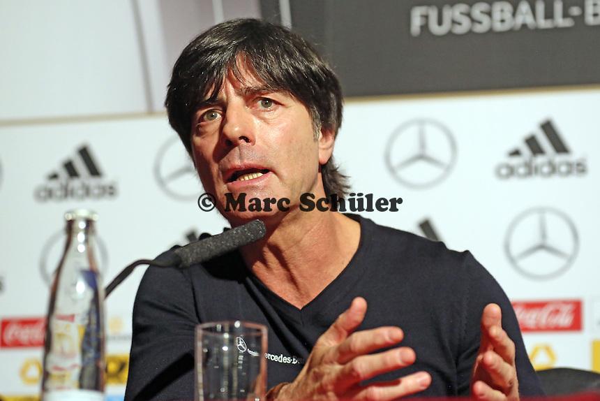 Bundestrainer Joachim Löw (D) bei der Pressekonferenz im Horseguards Hotel - Pressekonferenz der Nationalmannschaft