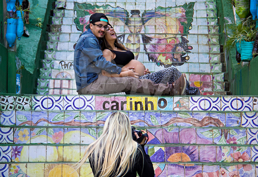 SÃO PAULO, SP, 12.06.2016 - DIA-NAMORADOS - Movimentação de casais no bairro Vila Madalena em São Paulo neste domingo, 12. Dia dos Namorados. (Foto: Adailton Damasceno/Brazil Photo Press)