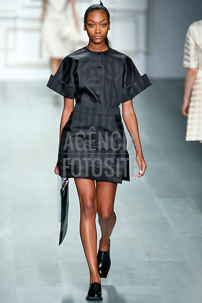 Londres, Inglaterra &sbquo;09/2014 - Desfile de J Js Lee durante a Semana de moda de Londres  -  Verao 2015. <br /> <br /> Foto: FOTOSITE