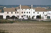 - ancient farmhouse near Rovigo, in the delta of the Po river....- antica casa colonica nei pressi di Rovigo,nel delta del fiume Po