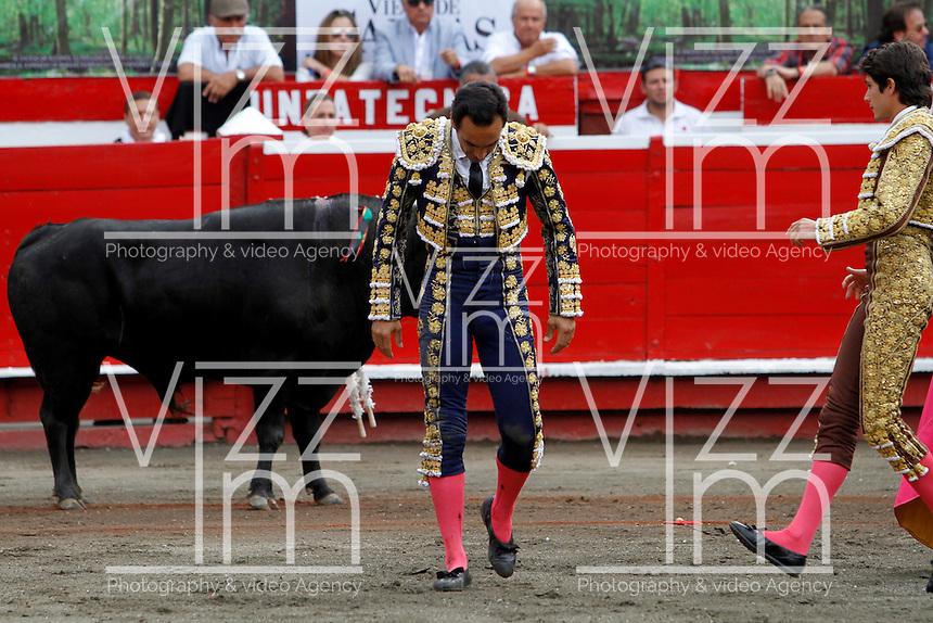 MANIZALES-COLOMBIA. 09-01-2016: El Cid, después de ser arrollado por su segundo toro de la ganadería Achury Viejo durante la cuarta corrida como parte de la versión número 60 de La Feria de Manizales 2016 que se lleva a cabo entre el 2 y el 10 de enero de 2016 en la ciudad de Manizales, Colombia. / The bullfighter El Cid, after strucking by his second bull during the fourth bullfight as part of the 60th version of Manizales Fair 2016 takes place between 2 and 10 January 2016 in the city of Manizales, Colombia. Photo: VizzorImage / Santiago Osorio / Cont