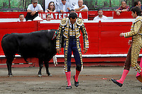 MANIZALES-COLOMBIA. 09-01-2016: El Cid, después de ser arrollado por su segundo toro de la ganadería Achury Viejo durante la cuarta corrida como parte de la versión número 60 de La Feria de Manizales 2016 que se lleva a cabo entre el 2 y el 10 de enero de 2016 en la ciudad de Manizales, Colombia. / The bullfighter El Cid, after strucking by his second bull during the fourth bullfight as part of the 60th version of Manizales Fair 2016 takes place between 2 and 10 January 2016 in the city of Manizales, Colombia. Photo: VizzorImage / Santiago Osorio / Cont