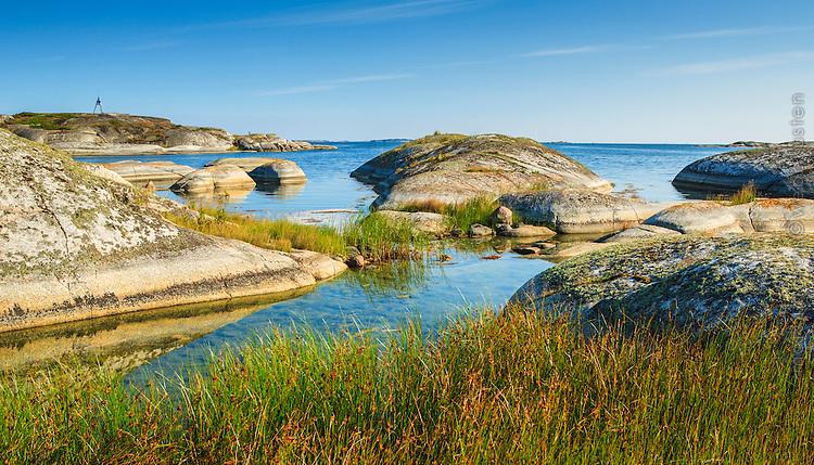 Runda klippor vid Kallskär i Stockholms  ytterskärgård Roslagen
