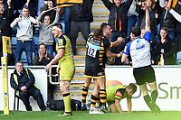 Josh Bassett of Wasps celebrates his match-winning try with team-mate Jimmy Gopperth. Aviva Premiership semi final, between Wasps and Leicester Tigers on May 20, 2017 at the Ricoh Arena in Coventry, England. Photo by: Patrick Khachfe / JMP