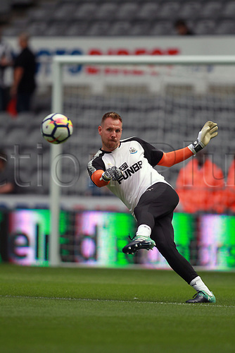 26th August 2017, St James Park, Newcastle, England; EPL Premier League football, Newcastle United versus West Ham United; Rob Elliot of Newcastle United warming up