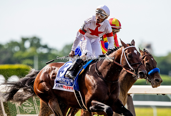 JUNE 08: Mitole with Ricardo Santana to wins the Unhappy Metropolitan at Belmont Park in Elmont, New York on June 07, 2019. Evers/Eclipse Sportswire/CSM