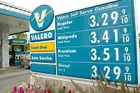 May 05, 2006 - Walnut Creek, CA, USA - A motorist fills her gas tank at the Valero gas station on Ygnacio Valley Rd. in Walnut Creek, California. Gas and diesel prices are at an all time highs..(Credit Image: © Alan Greth)