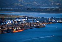 Port of Tauranga, New Zealand on Tuesday, 18 December 2018. Photo: Dave Lintott / lintottphoto.co.nz
