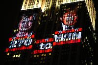 NEW YORK, NY, 09.11.2016 - ELEIÇÕES-EUA - Apuração da votação das eleições presidenciais dos Estados Unidos podem ser vista no Empire State Building na Ilha de Manhattan em New York nos Estados Unidos na madrugada desta quarta-feira, 09. O candidato republicano Donald Trump venceu a democrata Hilary Clinton e foi eleito presidente. (Foto: William Volcov/Brazil Photo Press)