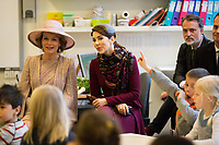 La reine Mathilde de Belgique en visite d'Etat au Danemark, accompagn&eacute;e par la princesse Mary de Danemark, lors d'une visite d'une &eacute;cole &quot; Amager Faelled School &quot;.<br /> Danemark, Copenhague, 29 mars 2017.<br /> Queen Mathilde of Belgium during a State Visit to Copenhagen in Denmark is visiting the ' &quot; Amager Faelled School &quot;  with Princess Mary of Denmark.<br /> Denmark, Copenhagen, March 29, 2017.