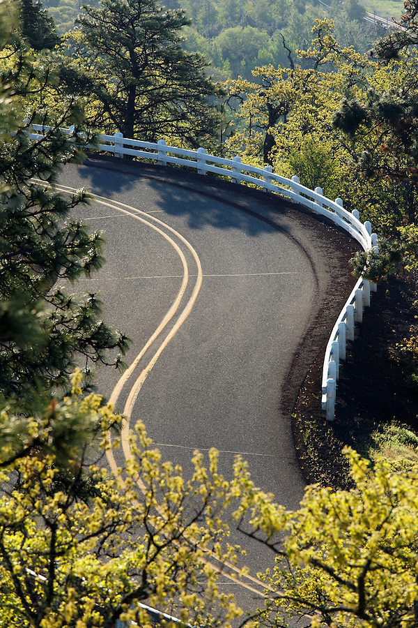 Scenic Highway 30 curves as it descends from the Rowena Plateau, Rowena, Oregon, USA