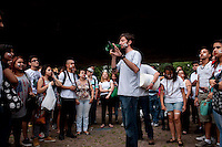 """SAO PAULO, SP, 21.11.2014 - Manifestantes se reuniram no vão do Masp para fazer uma """"dança da chuva"""" em protesto pela descaso do governo estadual com a questão da água em SP,  na avenida Paulista, nessa sexta 21( Gabriel Soares/ Brazil Photo Press)"""