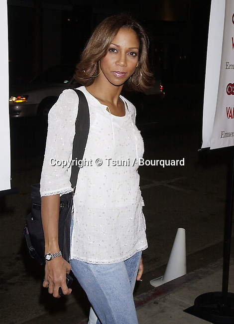 Holly Robinson Peete arriving at the party for Cast Your Ballot organize by Vanity Fair   3/21/2001  © Tsuni          -            RobinsonPeeteHolly01.jpg