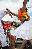 CURITIBA, PR, 12 DE NOVEMBRO DE 2013 – SUSPENSÃO DO FERIADO - Entidades sindicais protestam contra suspensão do feriado da Consciência Negra, na tarde desta terça-feira (12), em frente ao tribunal de justiça do Paraná, em curitiba, localizado no Centro Civico. Protesto visa à derrubada da iliminar que suspende a data do feriado. FOTO: PAULO LISBOA / BRAZIL PHOTO PRESS