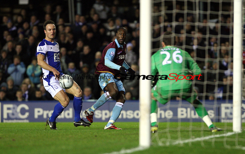 Carlton Cole of West Ham gets in a 1st half cross - Birmingham City vs West Ham United, Carling Cup Semi-Final 2nd leg at St Andrews, Birmingham - 26/01/11 - MANDATORY CREDIT: Rob Newell/TGSPHOTO - Self billing applies where appropriate - 0845 094 6026 - contact@tgsphoto.co.uk - NO UNPAID USE.