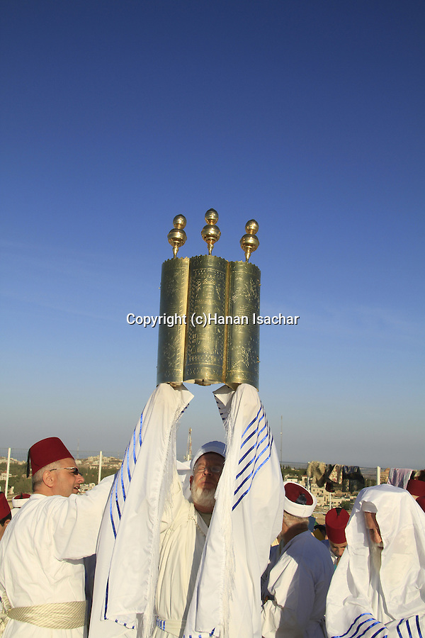 Samaria, Samaritan pilgrimage to Mount Gerizim done on Passover, Shavuot and Succot holidays, raising the Torah scrolls ceremony