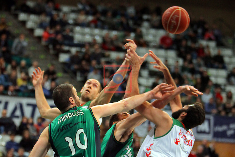 League ACB-Endesa 2015-2016. Game: 16.<br /> FIATC Joventut vs Laboral Kutxa Baskonia: 68-89.<br /> Albert Miralles vs Bourousis.