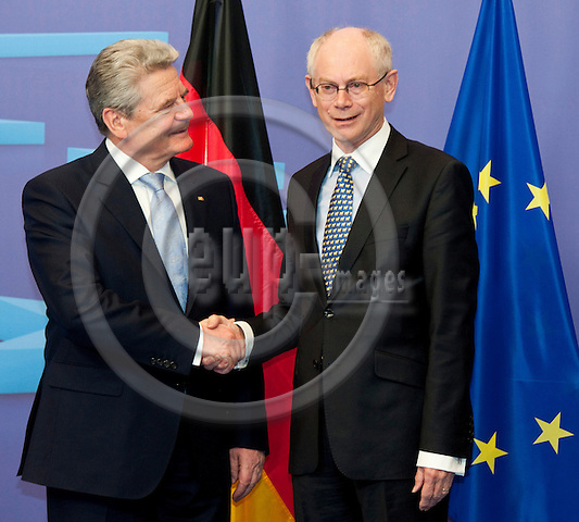 Brussels-Belgium, April 16, 2012 -- Herman Van ROMPUY (ri), President of the European Council, welcomes Joachim GAUCK (le), President of the Federal Republic of Germany -- Photo: Horst Wagner / eup-images