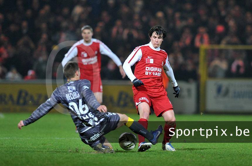 KV Kortrijk - SV Zulte - Waregem : Rene Sterckx gaat door op de enkel van Gertjan De Mets.foto VDB / BART VANDENBROUCKE