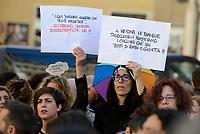 """Roma, 30 Marzo 2019<br /> Donne e uomini del gruppo femminista """"Non Una di Meno"""" con le associazioni che difendono i diritti delle persone lesbiche, gay, bisessuali e transgender (LGBT)  protestano davanti al Parlamento durante la conferenza del Congresso mondiale delle famiglie (WCF) che si tiene contemporaneamente a Verona"""