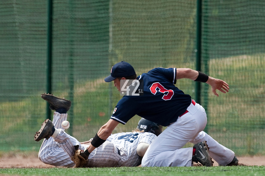 23 May 2009: Jean-Pascal Furet of La Guerche fails to catch the ball as Luc Piquet slides back into first base during the 2009 challenge de France, a tournament with the best French baseball teams - all eight elite league clubs - to determine a spot in the European Cup next year, at Montpellier, France. Rouen wins 6-2 over La Guerche.
