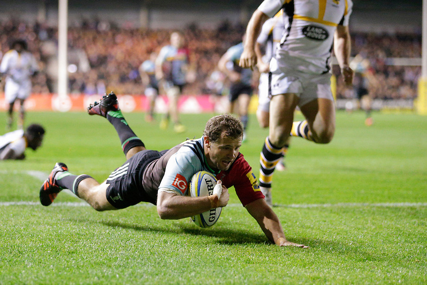 Harlequins' Nick Evans scores his sides first try <br /> <br /> Photographer Craig Mercer/CameraSport<br /> <br /> Rugby Union - Aviva Premiership - Harlequins v Wasps - Friday 16th October 2015 - The Stoop - London<br /> <br /> &copy; CameraSport - 43 Linden Ave. Countesthorpe. Leicester. England. LE8 5PG - Tel: +44 (0) 116 277 4147 - admin@camerasport.com - www.camerasport.com