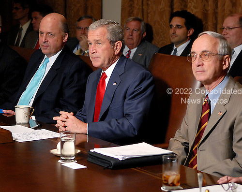 Washington, D.C. - October 24, 2007 -- United States President George W. Bush meets with his Cabinet in the Cabinet Room of  the White House in Washington, D.C. on Wednesday, October 24, 2007..Credit: Ron Sachs / Pool via CNP