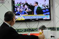 GUARULHOS , SP, 13 MARÇO 2013 -Julgamento Mizael - Populares assistem o julgamento na padaria(FOTO: ADRIANO LIMA / BRAZIL PHOTO PRESS).