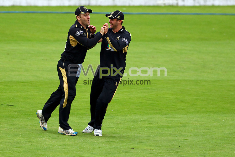 PICTURE BY ALEX WHITEHEAD/SWPIX.COM - Cricket - Clydesdale Bank 40 - Yorkshire v Warwickshire - North Marine Road Ground, Scarborough, England - 27/08/12 - Warwickshire's Jim Troughton (L) celebrates the catch of Yorkshire's Alex Lees with team-mate.