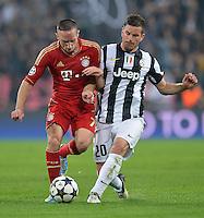 FUSSBALL  CHAMPIONS LEAGUE  VIERTELFINALE  RUECKSPIEL  2012/2013      Juventus Turin - FC Bayern Muenchen        10.04.2013 Franck Ribery (li, FC Bayern Muenchen) gegen Simone Padoin (re, Juventus Turin)