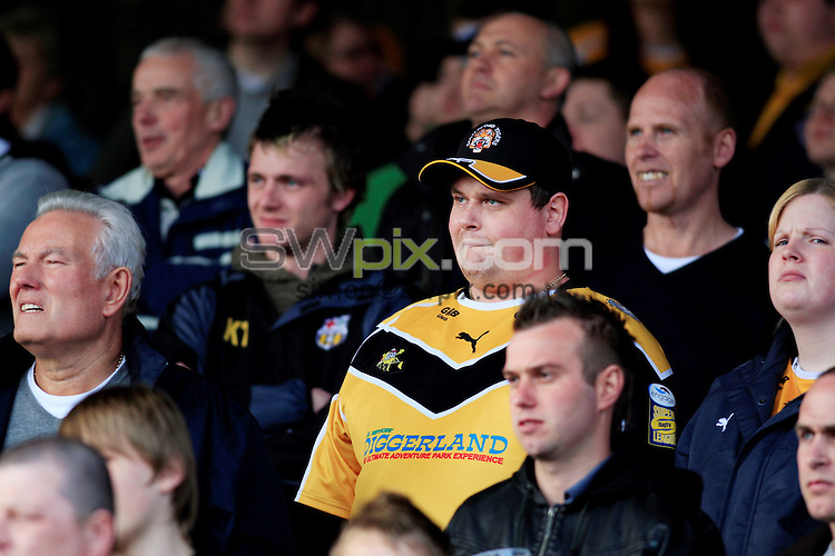 Pix: Chris Mangnall /SWPix.com, Rugby League, Super League. 21/03/10 Castleford Tigers v Wigan Warriors....picture copyright>>Simon Wilkinson>>07811267 706>>....Castleford Fan