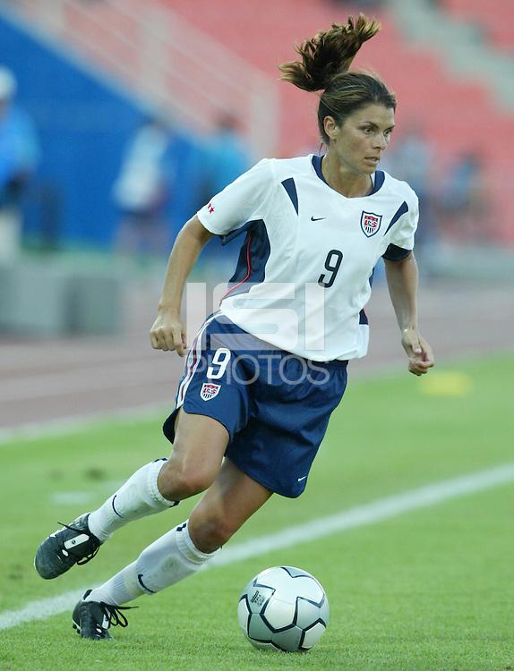 17 August 2004:   Mia Hamm in action against Australia  at Kaftanzoglio Stadium in Thessaloniki, Greece.     USA tied Australia at 1-1.   Credit: Michael Pimentel / ISI