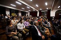 SAO PAULO, SP, 18.08.2015 - DIREITO - SP- Alunos, professores e autoridades do meio jurídico, participam do Ato Público em Defesa do Estado Democrático de Direito, na Faculdade de Direito da USP, na região central, nessa terça-feira 18. ( Foto: Gabriel Soares/ Brazil Photo Press)
