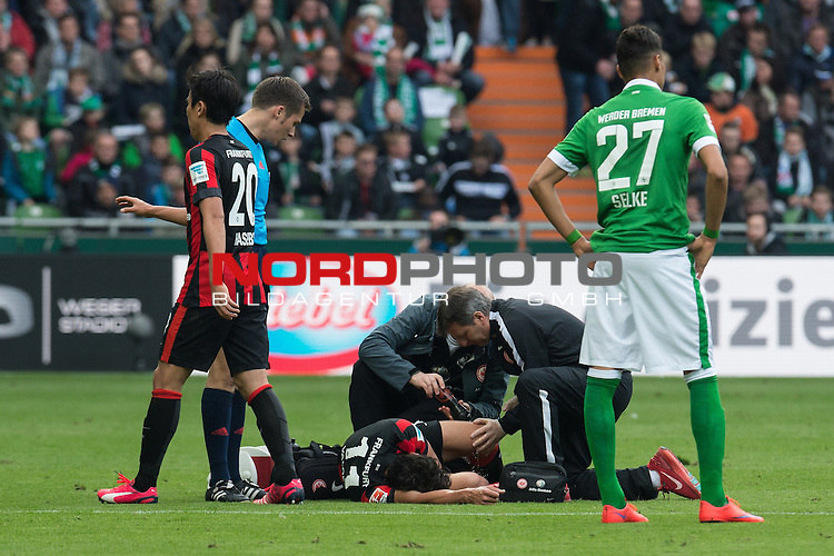 02.05.2015, Weser Stadion, Bremen, GER, 1.FBL. Werder Bremen vs Eintracht Frankfurt, im Bild<br /> <br /> <br /> Nelson Valdez (Eintracht Frankfurt)<br /> Verletzung / verletzt / Schmerzen<br /> <br /> <br /> Foto &copy; nordphoto / Kokenge