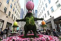 NEW YORK, USA, 13.04.2017 - EXPOSIÇÃO-PASCOA - Exibição floral anual de Páscoa com Lirios brancos é vista no Rockefeller Center nesta quinta-feira, 13 e permanecerá até 19 de abril. (Foto: Vanessa Carvalho/Brazil Photo Press)