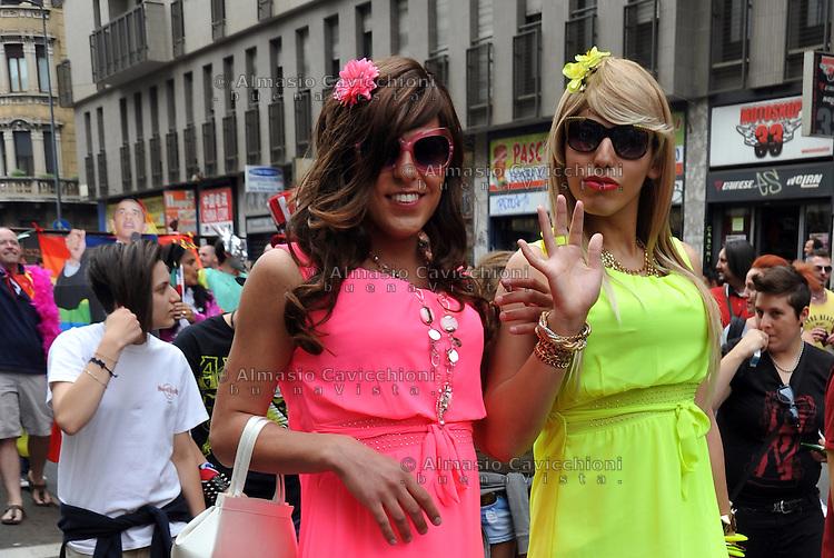 Milano: Gay Pride 2013.La sfilata del Gay pride per la giornata dell' orgoglio omossessuale <br /> Milan: Gay Pride 2013. Gay pride parade