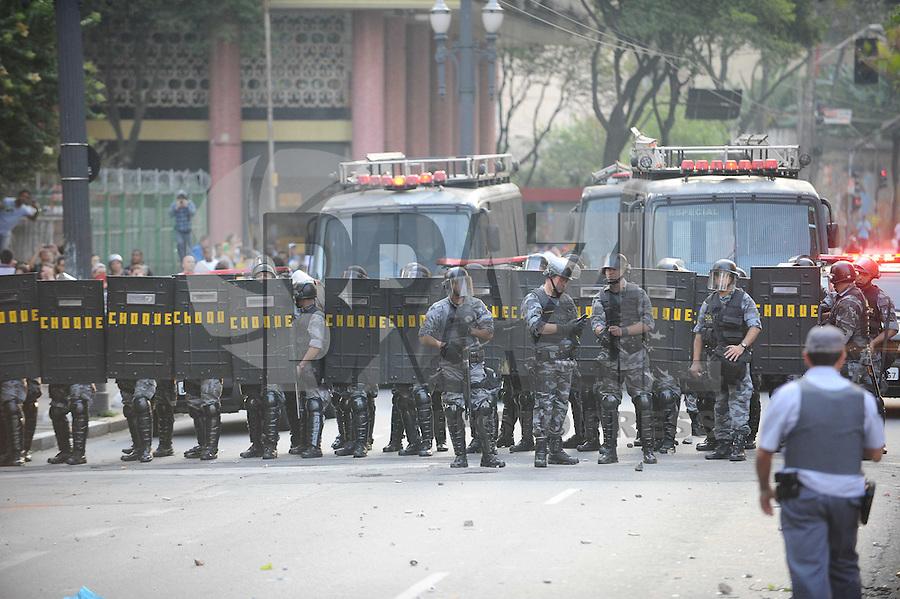 SAO PAULO, SP, 07.09.2013-Confronto entre policia militar e manifestantes Black Bloc - Adriano Lima / Brazil Photo Press