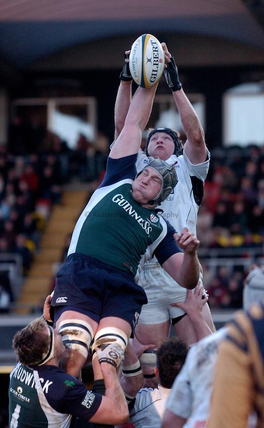 Photo: Richard Lane..Saracens v London Irish. Powergen Cup. 23/01/2005..Bob Casey and Iain Fullarton the a lineout.
