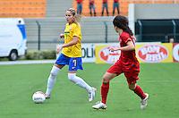 ATENÇÃO EDITOR FOTO EMBARGADA PARA VEÍCULOS INTERNACIONAIS - SAO PAULO, SP, 09 DE DEZEMBRO DE 2012 - TORNEIO INTERNACIONAL CIDADE DE SÃO PAULO - BRASIL x PORTUGAL: Thais (e) durante partida Brasil x Portugal, válido pelo Torneio Internacional Cidade de São Paulo de Futebol Feminino, realizado no estádio do Pacaembú em São PauloFOTO: LEVI BIANCO - BRAZIL PHOTO PRESS