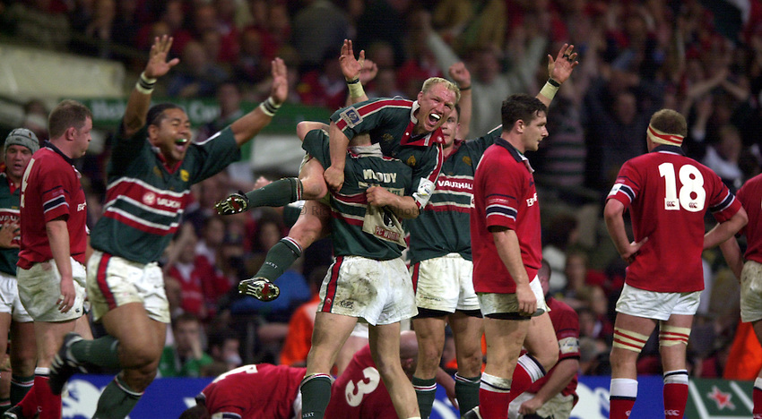 Photo: Richard Lane..Leicester Tigers v Munster. Heineken Cup Final at the Millennium Stadium. 25/05/2004..Leicester Tigers celebrate victory with Neil Back in the centre.