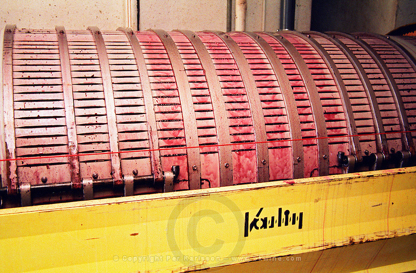 horisontal vaslin grape press domaine de cabasse rhone france