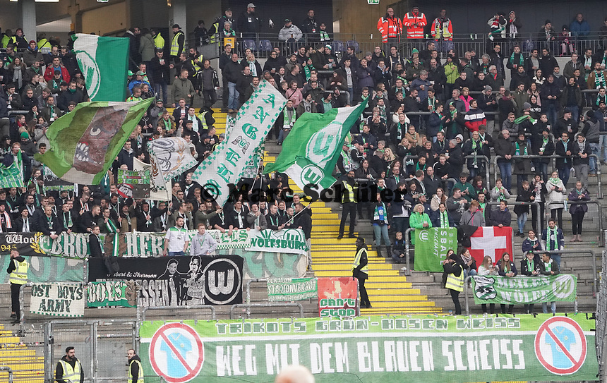 Wolfsburger Fans protestieren gegen die blauen Trikots - 23.11.2019: Eintracht Frankfurt vs. VfL Wolfsburg, Commerzbank Arena, 12. Spieltag<br /> DISCLAIMER: DFL regulations prohibit any use of photographs as image sequences and/or quasi-video.