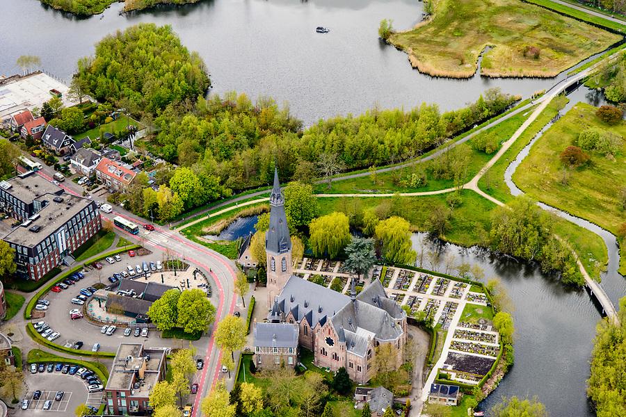 Nederland, Noord-Holland, Amstelveen, 28-04-2017; Bovenkerk, voormalig dorp, nu wijk Amstelveen. Neogotische Sint-Urbanuskerk (P.J.H. Cuypers).<br /> Former village near Amstelveen.<br /> luchtfoto (toeslag op standaard tarieven);<br /> aerial photo (additional fee required);<br /> copyright foto/photo Siebe Swart