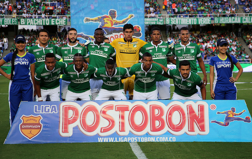 CALI -COLOMBIA-01-11-2014. Jugadores del Deportivo Cali posan para una foto previo al encuentro con Envigado FC por la fecha 17 de la Liga Postobón II 2014 jugado en el estadio Pascual Guerrero de la ciudad de Cali./ Deportivo Cali players pose to a poto prior the match against Envigado FC for the 17th date of Postobon League II 2014 played at Pascual Guerrero stadium in  Cali city.Photo: VizzorImage/ Juan C. Quintero /STR