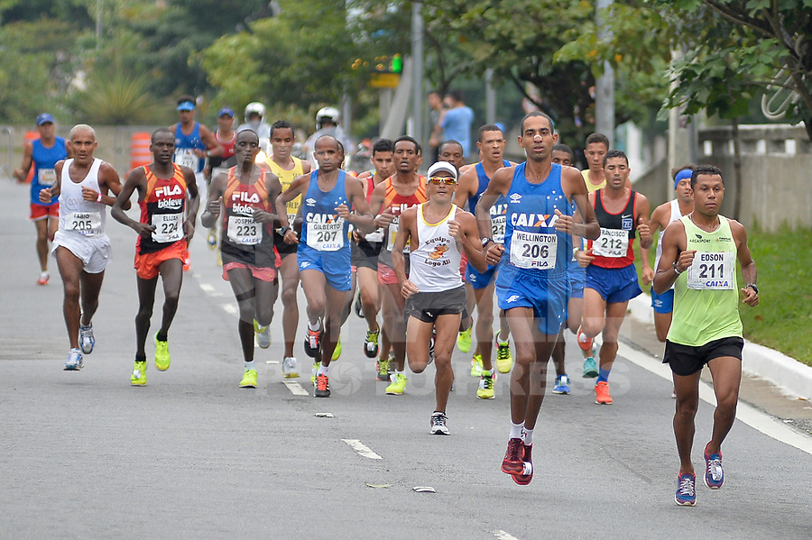 SÃO PAULO,SP, 09.04.2017 - MARATONA-SP - Pelotão de elite masculino passa pelo túnel Tribunal de Justiça, durante 23ª Maratona Internacional de São Paulo, realizada na manhã deste domingo, 09, em São Paulo. (Foto: Levi Bianco/Brazil Photo Press)