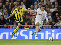 FUSSBALL  CHAMPIONS LEAGUE  HALBFINALE  RUECKSPIEL  2012/2013      Real Madrid - Borussia Dortmund                   30.04.2013 Lukasz Piszczek (li, Borussia Dortmund) gegen Mesut Oezil (re, Real Madrid)