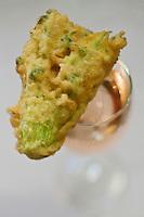 Europe/France/Provence-Alpes-Côte d'Azur/06/Alpes-Maritimes/Nice: Fleur de courgette en beignet -  recette de Dominique le Stanc  Restaurant: La Merenda